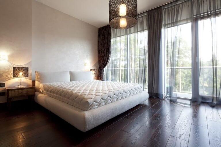 וילון לחדר שינה לבן