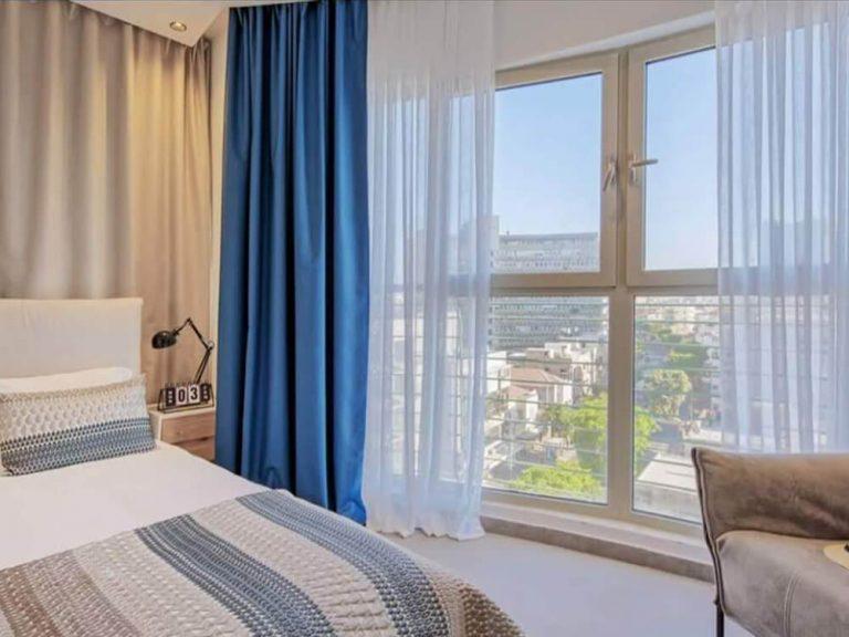 וילונות לחדר שינה כחול